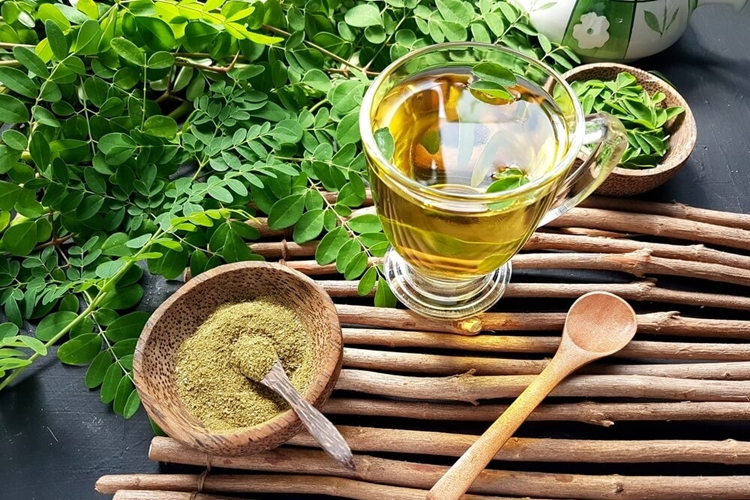beneficios do cha de moringa